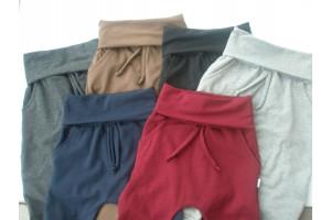 Pantalon évolitif uni avec poches.